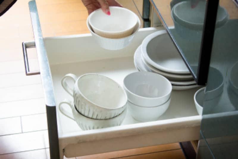食器は手に取りやすいように2つずつセットで購入します