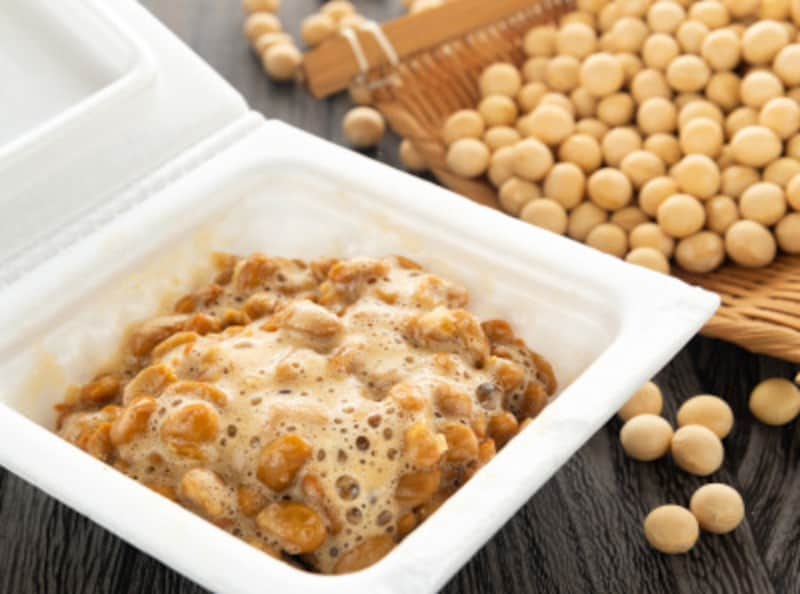 少量の酢を入れると、納豆がふわふわに!健康やダイエットを気にする方にもうれしいポイントが?