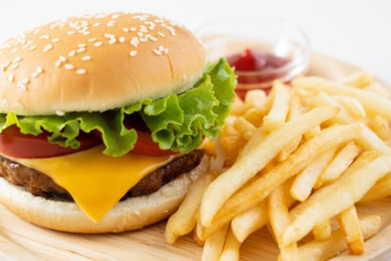 ファストフードは安く手早くお腹いっぱいにすることができますが、毎日食べ続けるのは決して身体にいいとはいえません