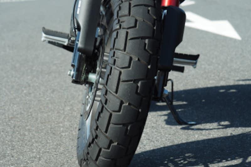 モンキー125のタイヤは悪路の走行に強いブロックパターン