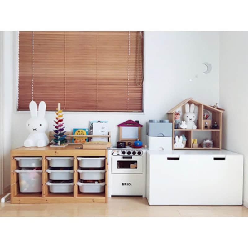 IKEAで人気のトロファストをこまごまとしたオモチャの収納に。スッキリしています(出典:Roomclip「G→______________.ma/IKEA/イケア/子供部屋&キッズスペース/シンプル…などのインテリア実例-makishimakishimaの部屋-」)