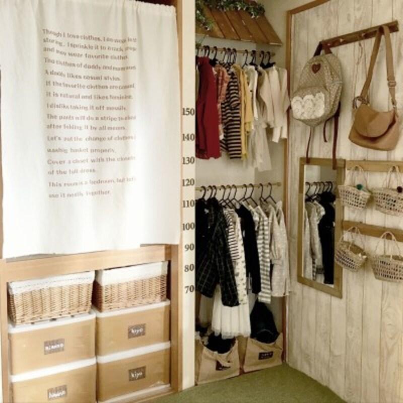 女の子2人分の洋服がセンス良く収納されています。おしゃれな子になりそうですね(出典:Roomclip「ニトリ/DIY/みせる収納/赤ちゃんがいる生活/洋服収納/洋服掛け…などのインテリア実例-hinano1017の部屋-」)