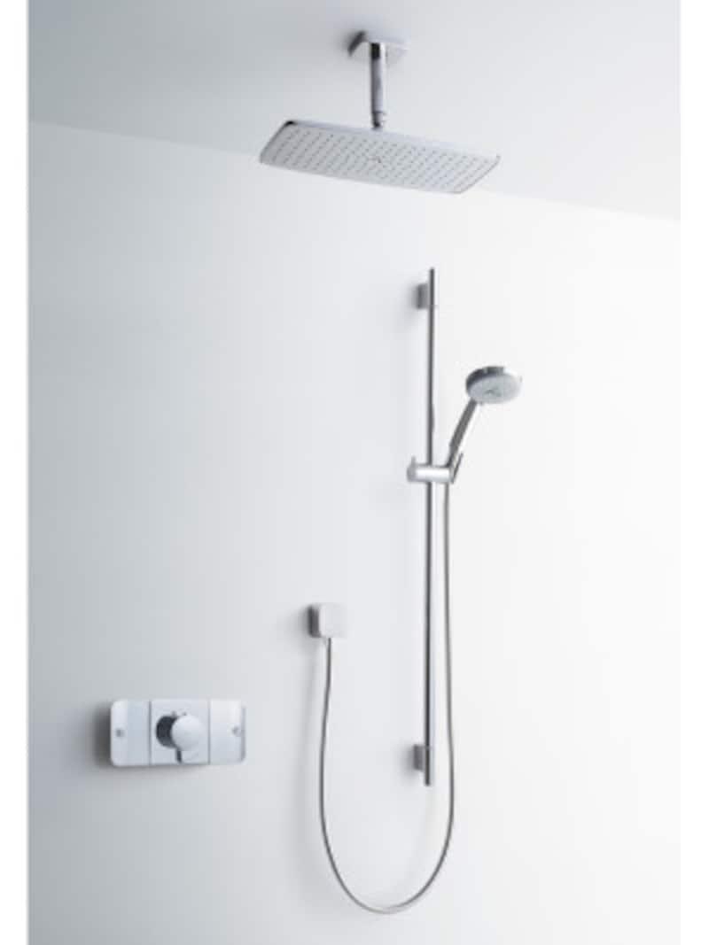 天井に設置された長方形のヘッドからの柔らかな水流が身体を包む。[HG27381天付式オーバーヘッドシャワー] セラトレーディングhttps://www.cera.co.jp/