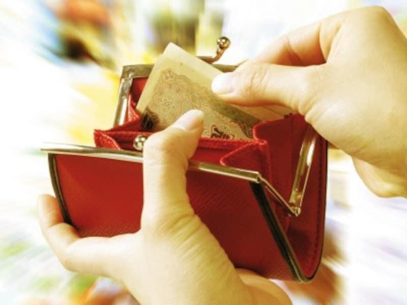 赤い財布を持つと、支出が増える?