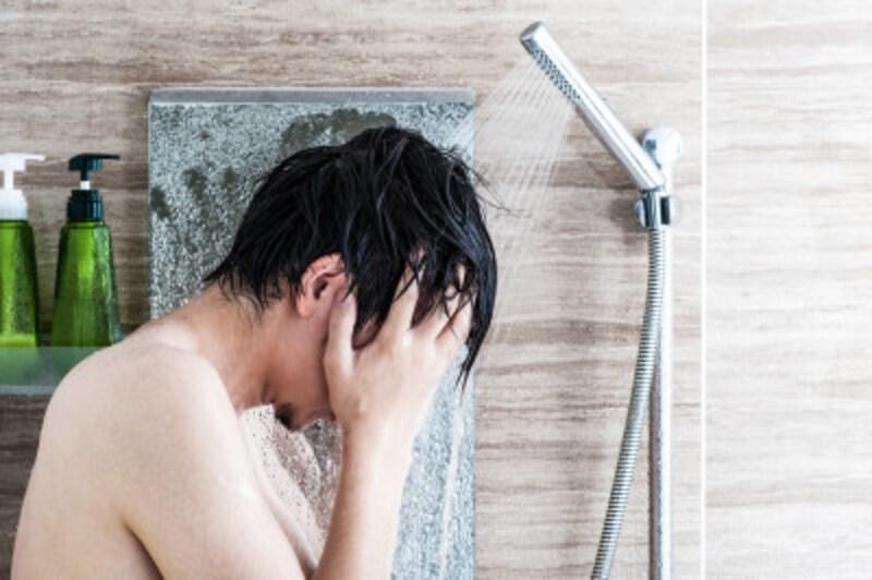 髪になじませたら、5分放置。その間に洗顔するのがルーティン。