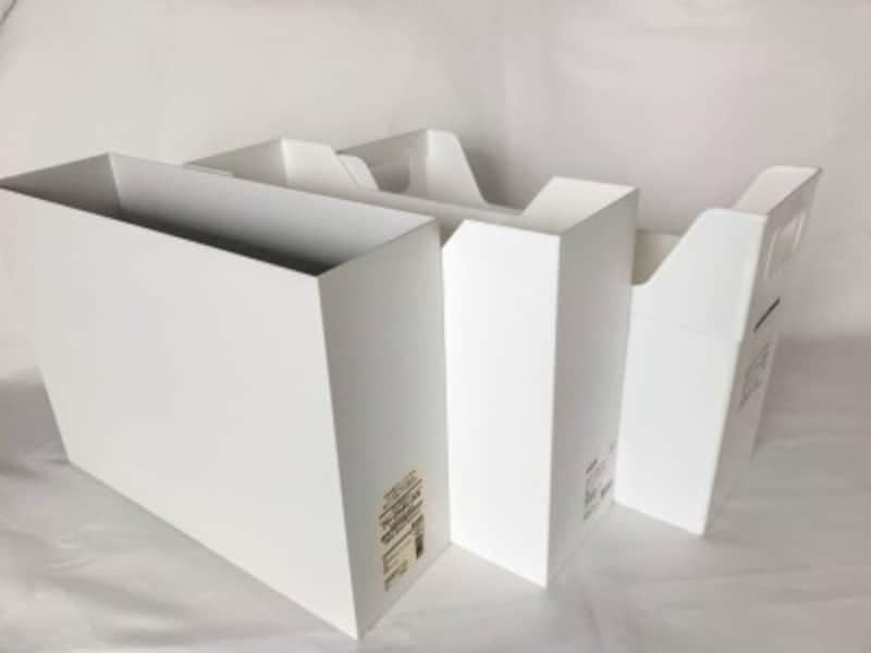 シンク下でも大活躍のファイルボックス(写真手前から無印・ニトリ・キャンドゥ)
