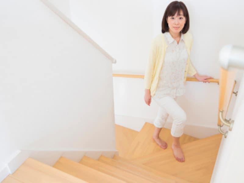ドスドス歩くのは下半身太りに繋がる!歩き方改善の体幹エクサ