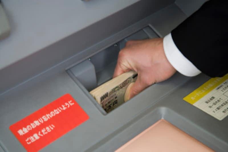 ATM手数料の節約方法や手数料を使わずにすむ方法を紹介