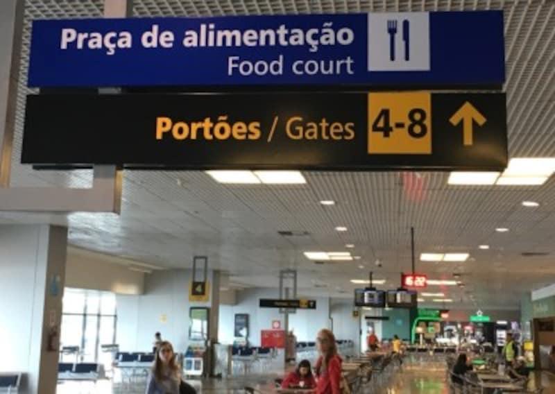 空港内の標識