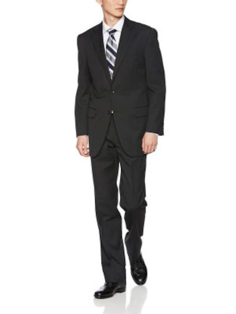 チャコールグレースーツの着こなし例:無地のスーツに、白いシャツ、レジメンタルストライプ柄ネクタイを合わせています(画像はAmazonより:http://www.amazon.co.jp/dp/B077GTLHVF/?tag=aajg-369-22&linkCode=as1&creative=6339)