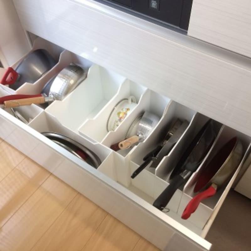 ファイルボックスを利用して立てて収納(出典:RoomClip「シンデレラフィット/システムキッチンの引き出し/スッキリ暮らす/ラクしてスッキリ暮らすコツ…などのインテリア実例-yuuuの部屋-」)