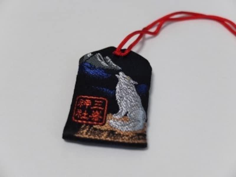 三峯神社のお守り『氣守』にデザインされたオオカミ