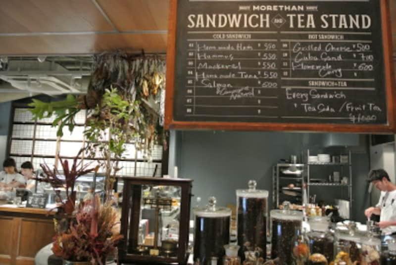 サンドイッチのオープンキッチンとTEASTAND