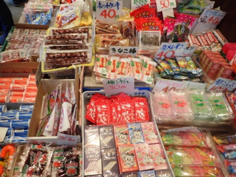 ありとあらゆる種類の駄菓子が溢れる「稲葉屋本舗」