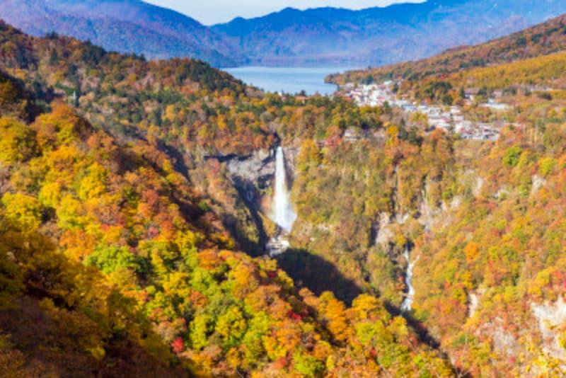 日本三大名瀑のひとつ、華厳の滝。近くで見てもいいけれど、遠くからの眺めも最高