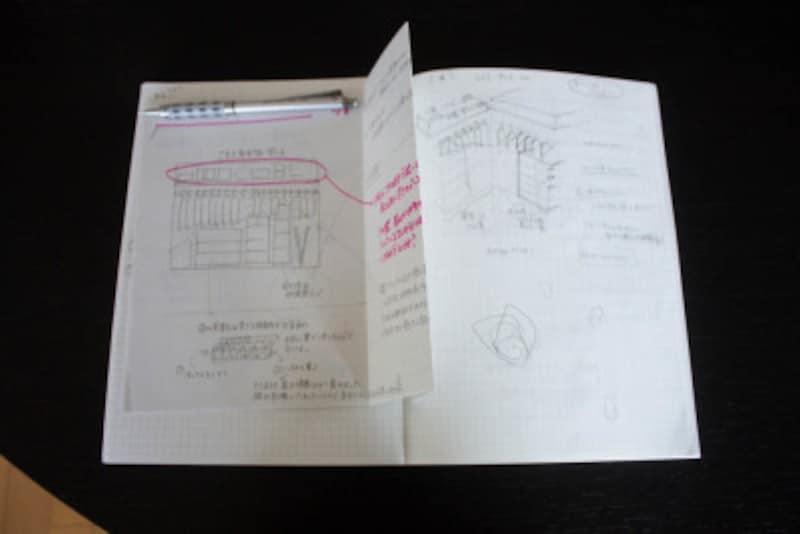アイデア出し用のノートは欠かせません