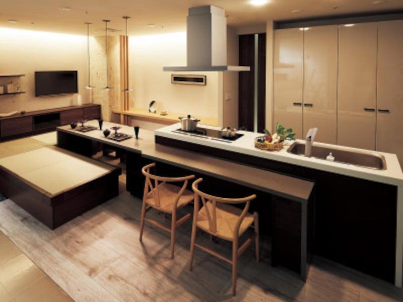 椅子と箱畳の2つの座るスタイルを取り入れたプラン。食べること、集うことを楽しむことができる。 [Lクラスキッチン] パナソニックエコソリューションズ http://sumai.panasonic.jp/