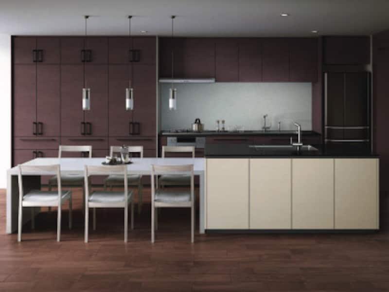 扉材のコントラストが個性的な空間に。シンクを組み込んだアイランドカウンターにダイニングテーブルをつなげた落ち着いたレイアウト。 [ザ・クラッソ] TOTO https://jp.toto.com/