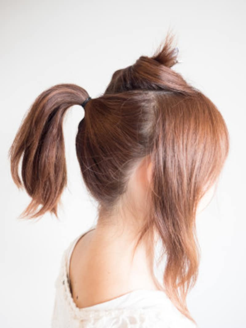 バックの髪をひとつに結ぶ