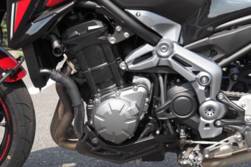 Z900のエンジンはZ900RSよりも高出力に仕上がっている