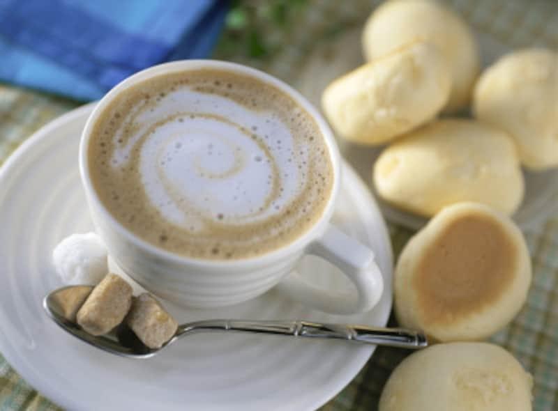 カフェラテ、カフェオレ、カプチーノなどのコーヒーたち。意外と知られていない「違い」があります
