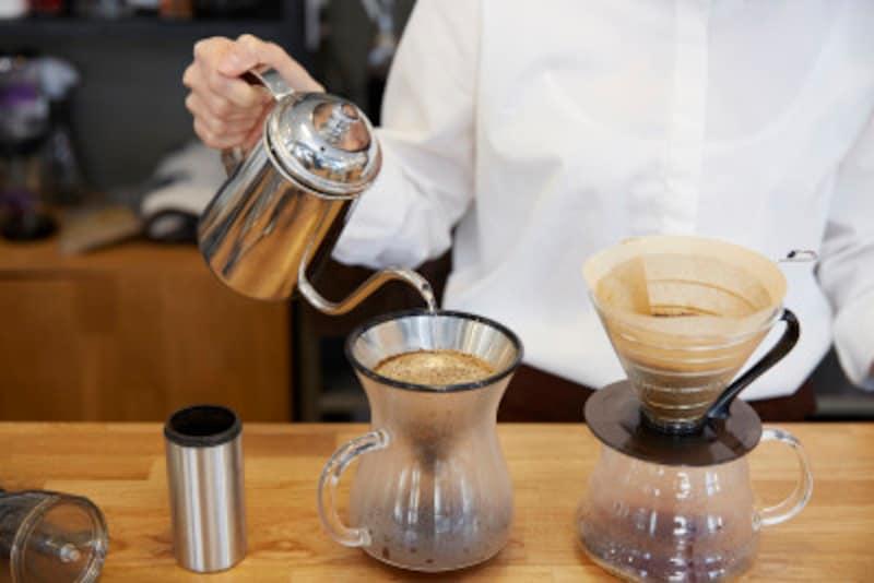ドリップコーヒーは、コーヒー粉にお湯を落としてじっくりと抽出します