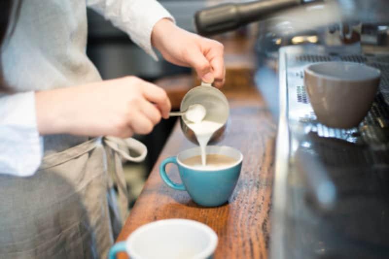 ホットのカフェラテには「フォームドミルク」を使用します