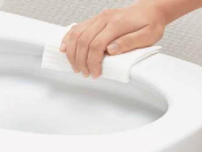 汚れる部分をなくしたデザインで、サッとひと拭きできる。[スマートフチ形状] LIXIL http://www.lixil.co.jp/
