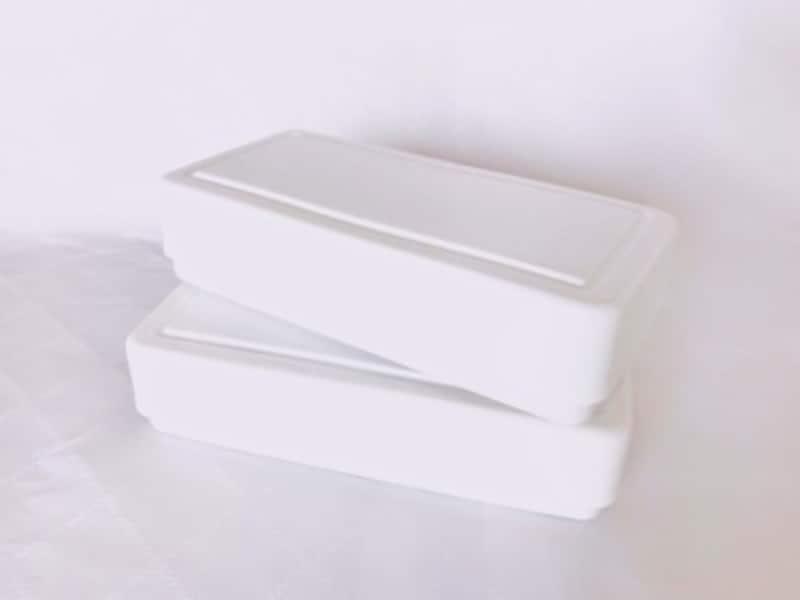シンプルでスッキリしたデザインが人気の粘土ケース