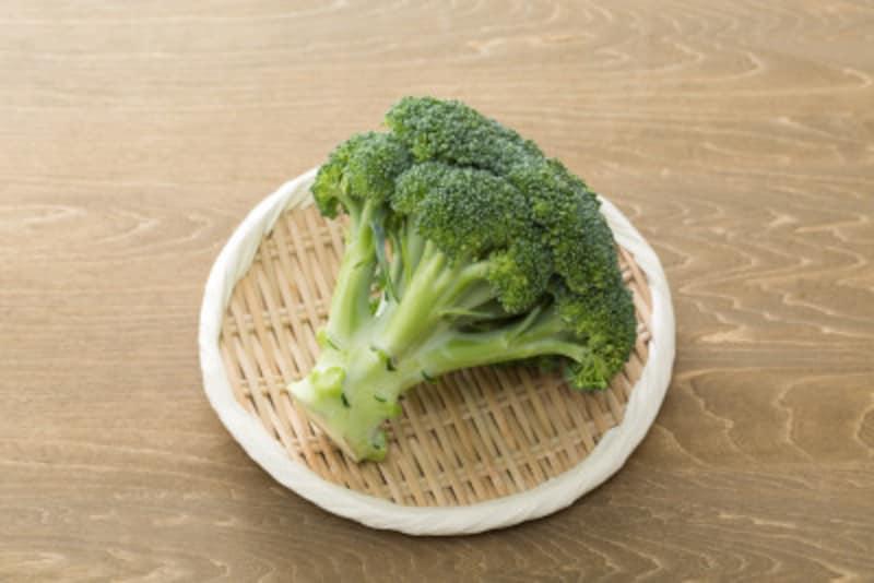 ブロッコリーの軸や白ネギの青い部分も食べるようにする