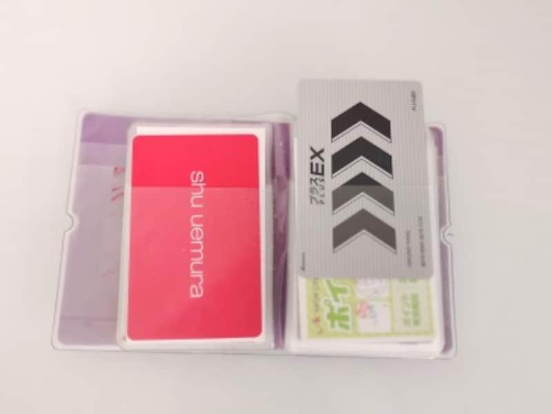 ポイントカードを上から出し入れすることができるカードケース