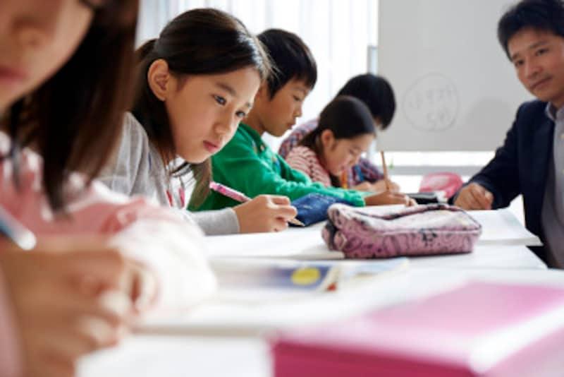 進学塾運営の民間学童は、中学受験を見据えたプログラムを行う場合が多い