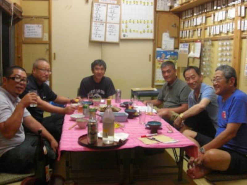ガイド宅での懇親会左側の席は大分県のコーチ陣