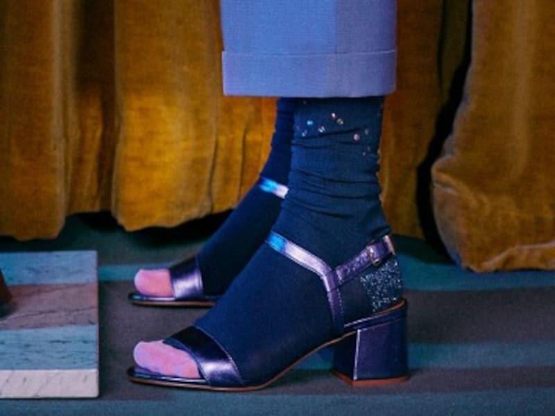 b6b0089f06301 「サンダル×靴下」が最旬 秋冬は足元コーデが決め手. サンダル×ソックス
