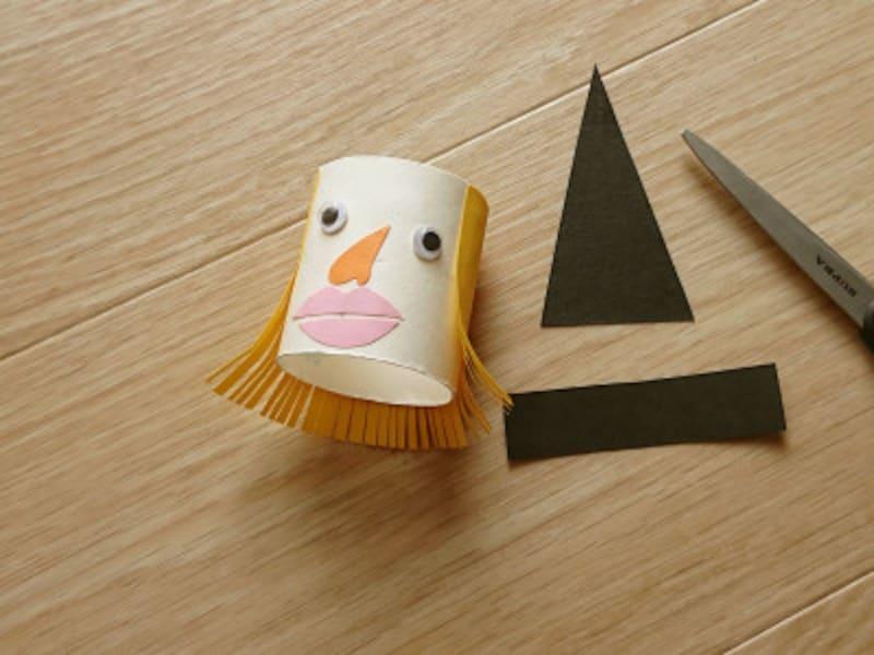 トイレットペーパー芯に顔を貼る