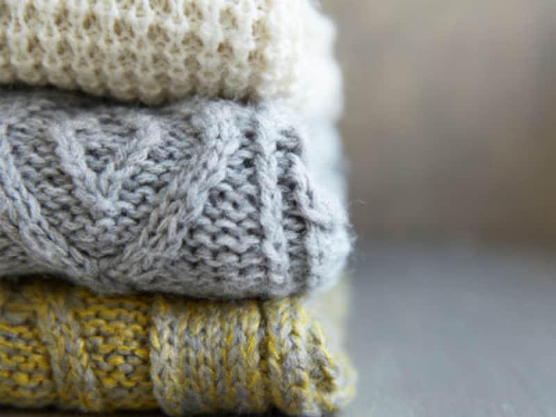 セーターなどは自分で洗えないと思いがちですが、手洗いなら、洗えるものも多くあります