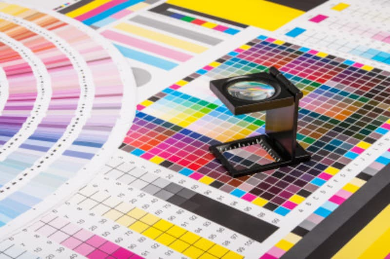 雑誌のカラー印刷はシアン・マゼンタ・イエローとブラックの点の集まりで構成されています