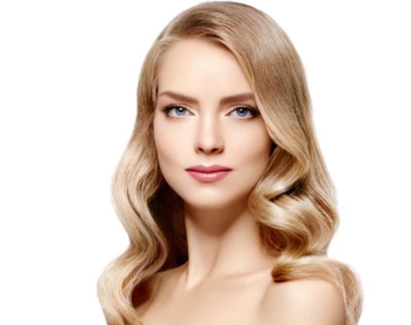金髪にしたときは、アイブローや眉マスカラも吟味して使用しましょう