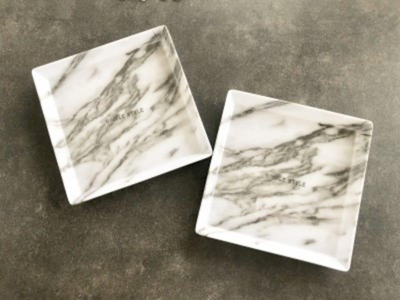 キャンドゥのおすすめ収納グッズ:おしゃれな大理石柄のインテリアトレー