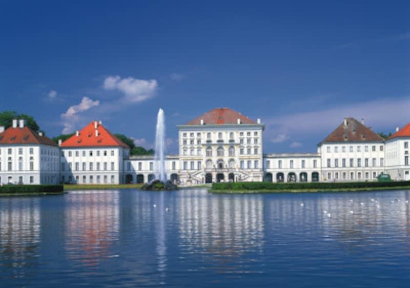 バロック・ロココ調の美しく優雅なつくりを楽しめるニンフェンブルク城。
