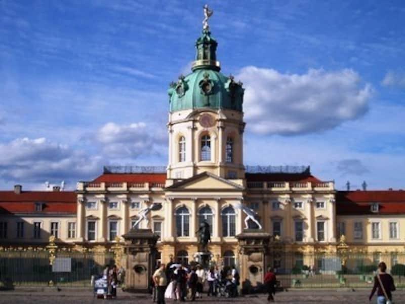 珠玉のバロック建築として名高いのがシャルロッテンブルク城。(出典:ベルリンの観光名所)