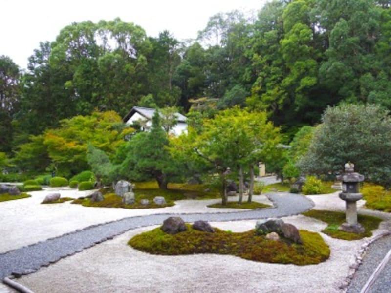 枯山水庭園「紫雲の庭」