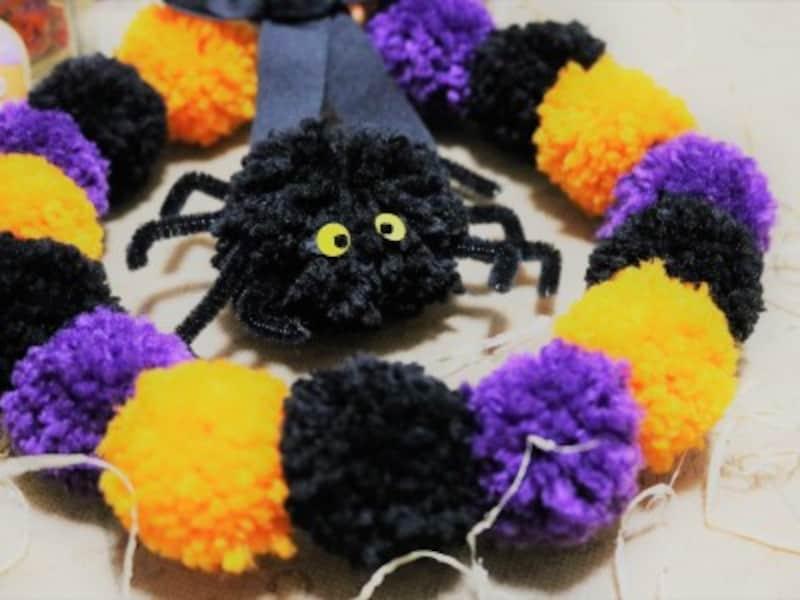 毛糸でハロウィンリースを手作り