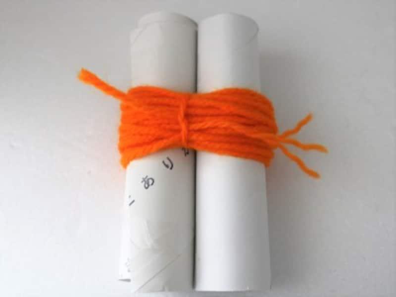 同じように毛糸を60回巻きつけてポンポンを作ってください。