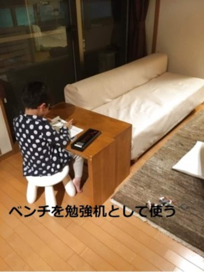 ミニマリストが部屋を快適に保つための方法:ベンチを勉強机として活用