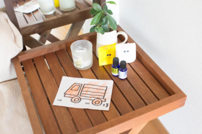 ミニマリストが部屋を快適に保つための方法:子供の作品で季節感を感じるのも楽しいこと