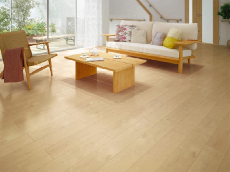 既存の床暖房システムの上から貼るだけのリフォーム専用床材。熱が伝わりやすいのが特徴。 [リモデル用床材サーモプラス] DAIKENhttps://www.daiken.jp/