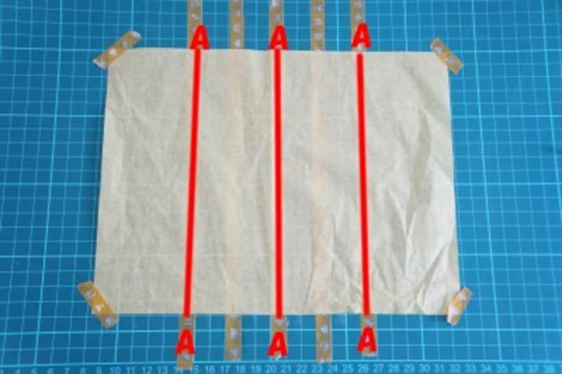 Aのマスキングテープ(3本)の上に糊を塗ります。