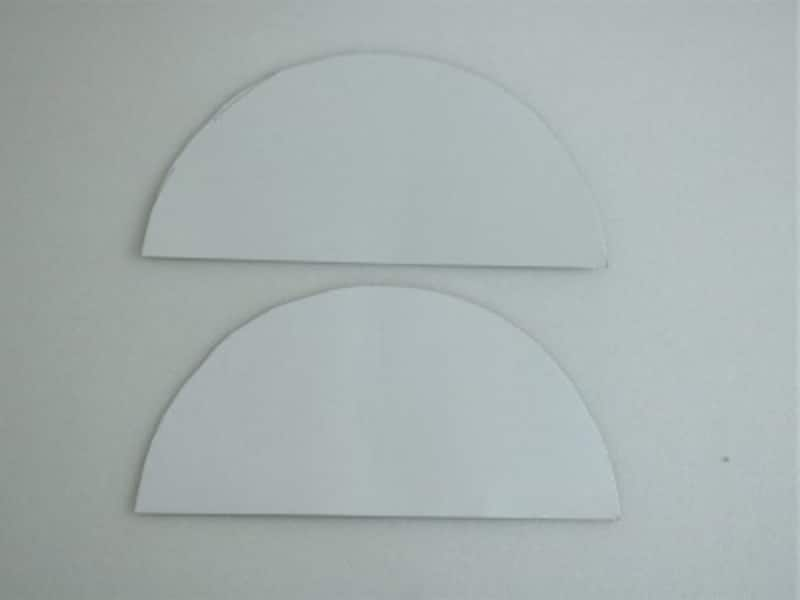 厚紙を切り半円を2つ作ります。