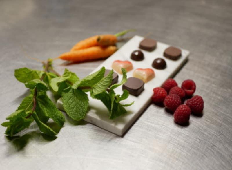 JITSKの農園で採れたハーブ、フルーツを使ったチョコレート
